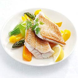 Red mullet with paprika, asparagus and baby potatoes