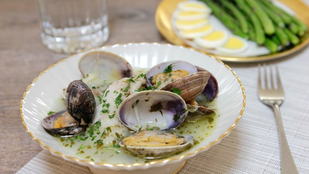 Spanish cod fillets with clams